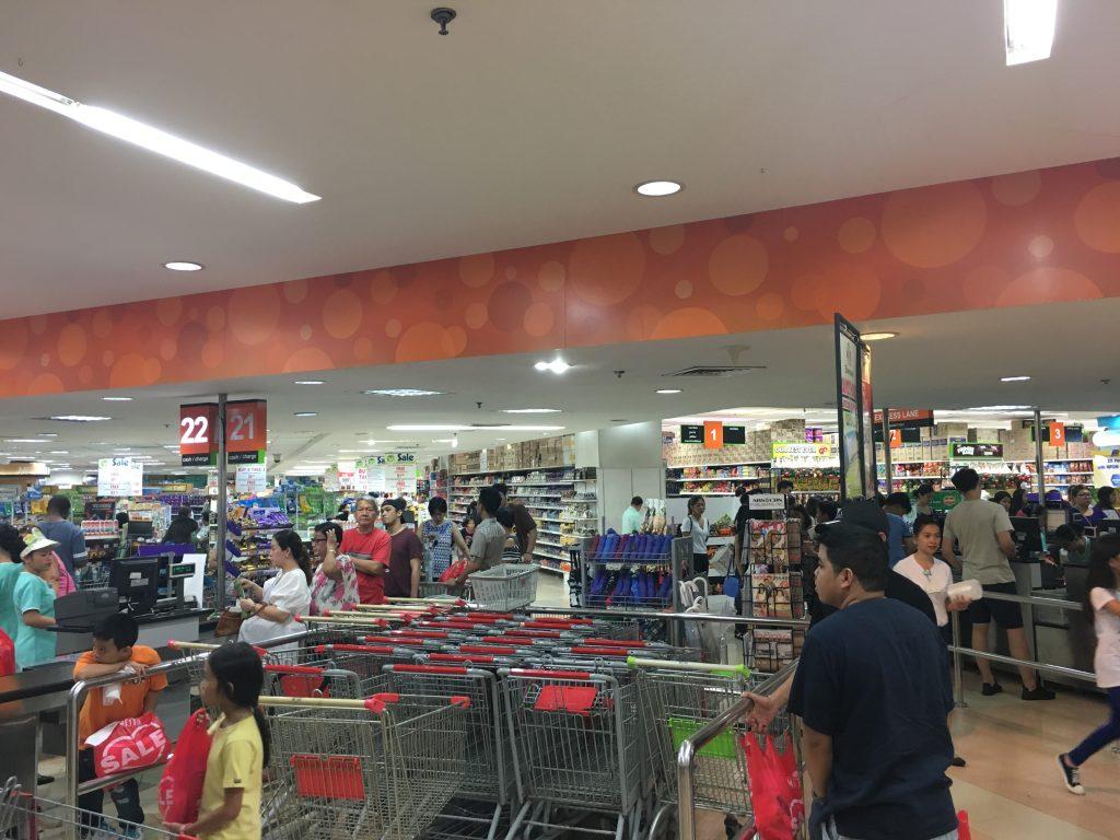 実は日本人留学生も多く買い物に訪れるのがこのMETROです。